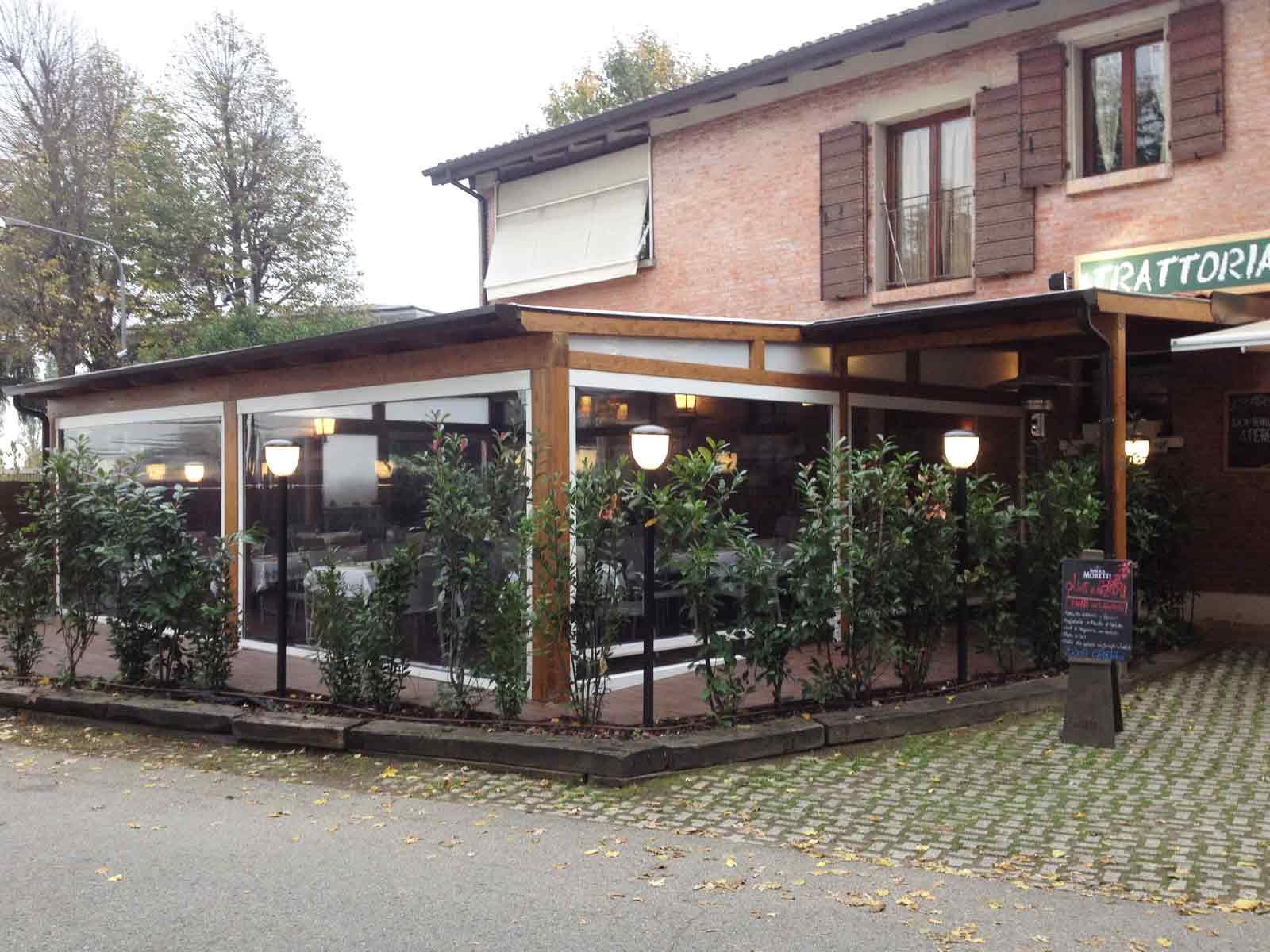 Veranda in legno su misura per ristorante Olive e Capperi