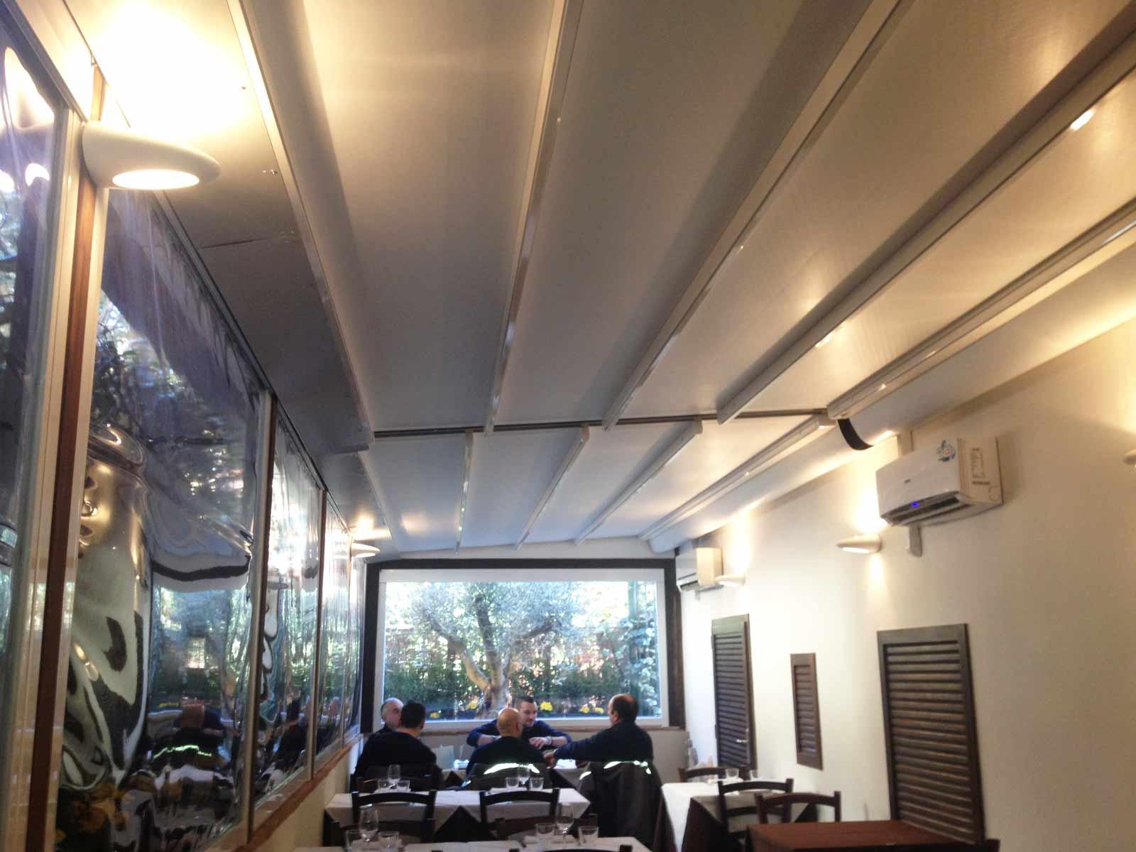 Veranda con tende motorizzate